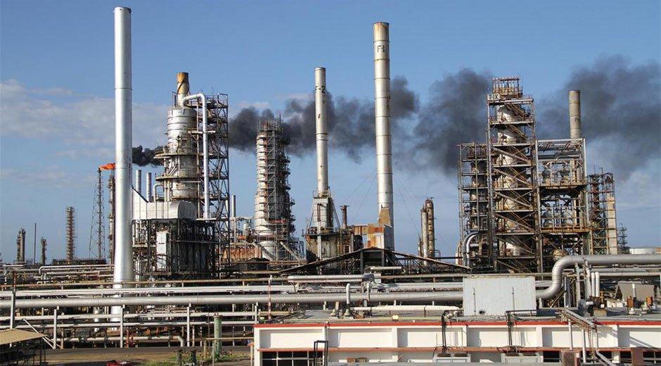 Cuánto tiempo le llevaría a Venezuela reactivar su industria petrolera y por qué es vital para la recuperación económica